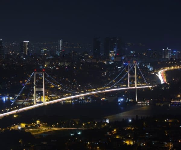 What should be taken into consideration when moving to Istanbul